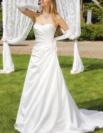 balayi-brautmoden-affinity-bridal04-Lola_04-95-1