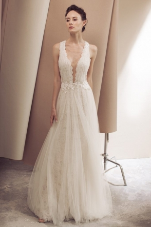 Lusan-Mandongus-2019-Bridal-VIVECA-Wedding-Dress-682x1024