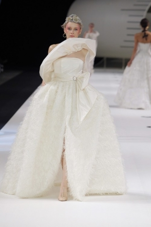wedding-dresses-wedding-dresses-new-collection-2019-yolancris-barcelona-bridal-week-2018-35